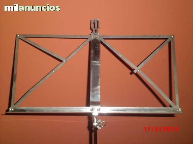 Atril de acero inoxidable para mÚsicos. - foto 1