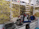 Tienda cerrajería y reparar calzado - foto