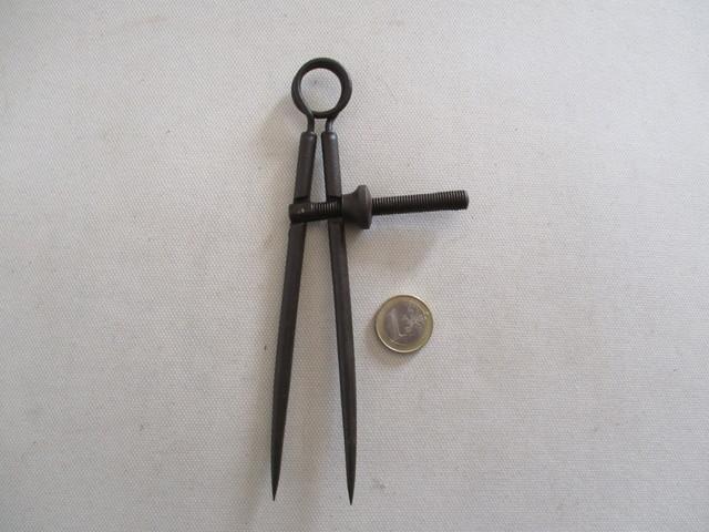 antiguo compas de hierro de rosca. - foto 1