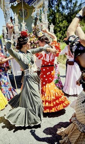 Bailar Las Sevillanas con arte - foto 1