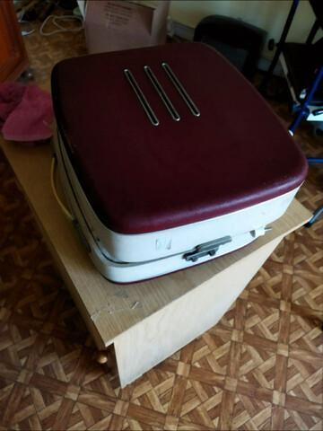 Tocadiscos maleta antiguo. - foto 1