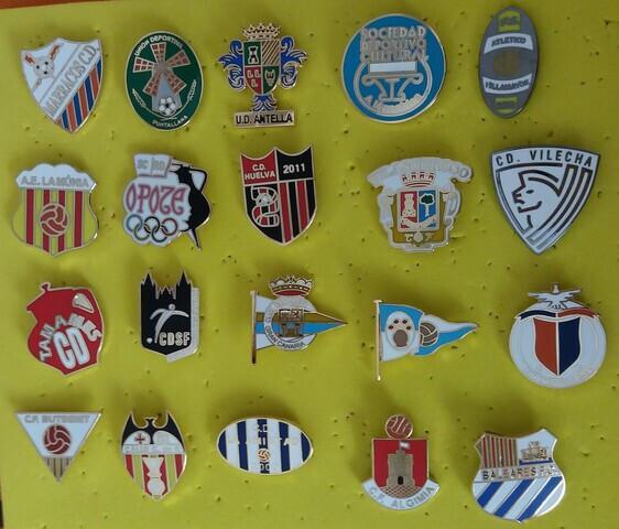 Pin escudos futbol - foto 1