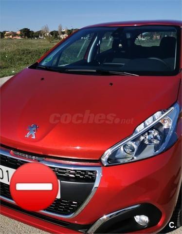 Peugeot 208 - foto 1
