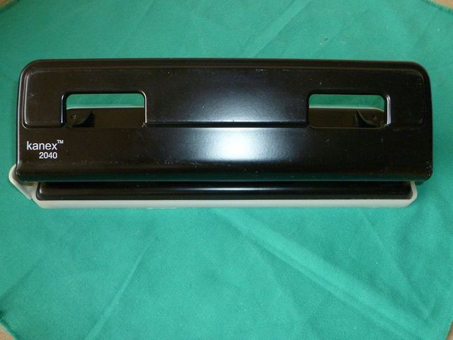 Perforadora para papel cuatro agujeros - foto 1