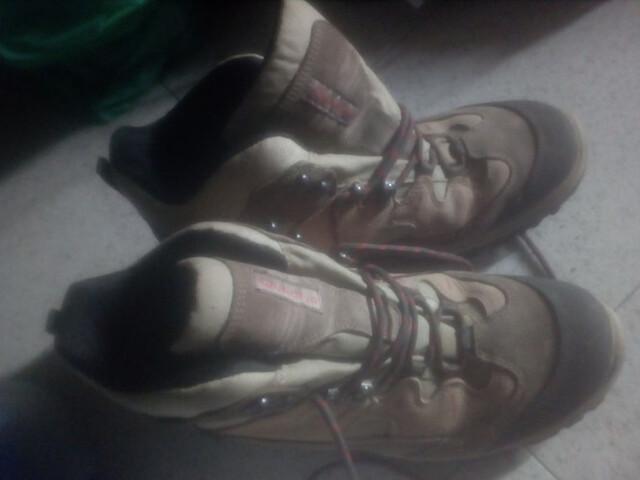 Botes de muntanya Quechua. Talla 46. - foto 1
