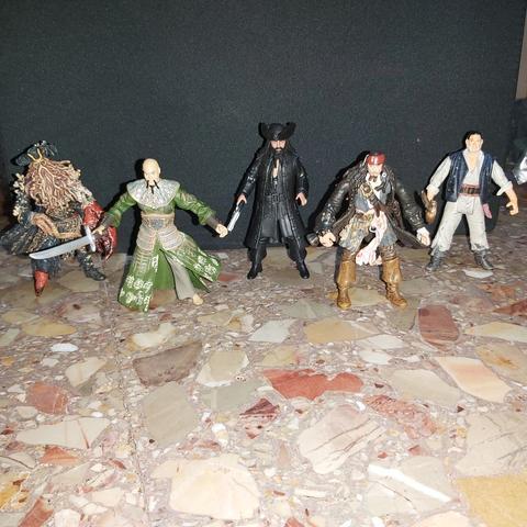 5 figuras de Piratas del Caribe - foto 1