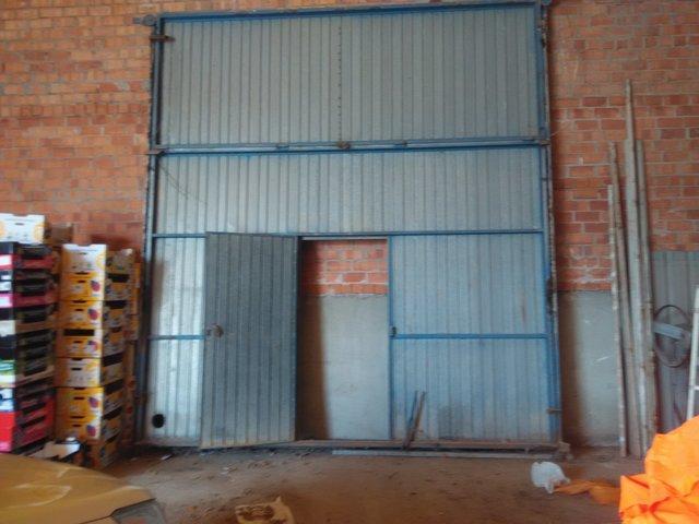 Portón basculante  con puerta de servici - foto 1