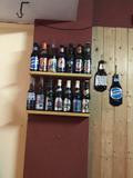 Colección de botellas de cerveza. - foto