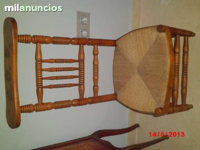 Reclinatorio antiguo de madera y enea - foto 1