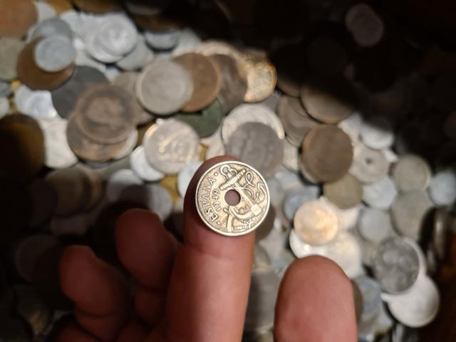 Baúl con miles de monedas - foto 1