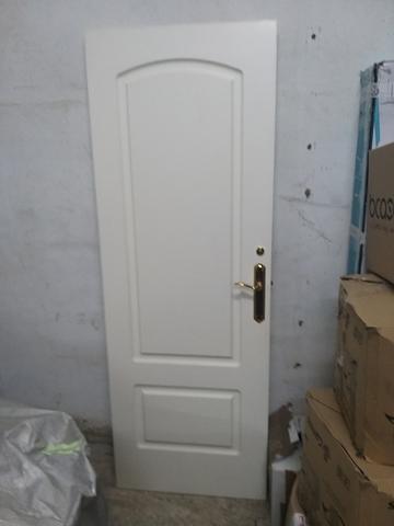 se vende puerta blanco  201 x70 - foto 1