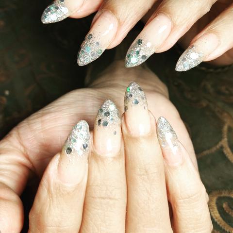 Manicura y uñas acrílicas - foto 1