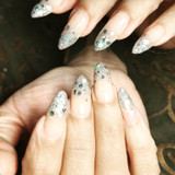 Manicura y uñas acrílicas - foto