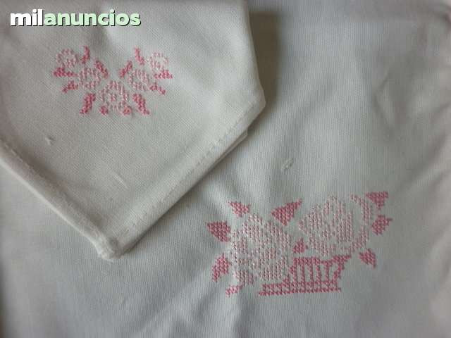 Mantel individual bordado en rosa - foto 1