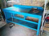 Mesa de trabajo banco de taller y panel  - foto