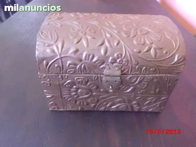 Bonito cofre de madera forrado con cobre - foto 1