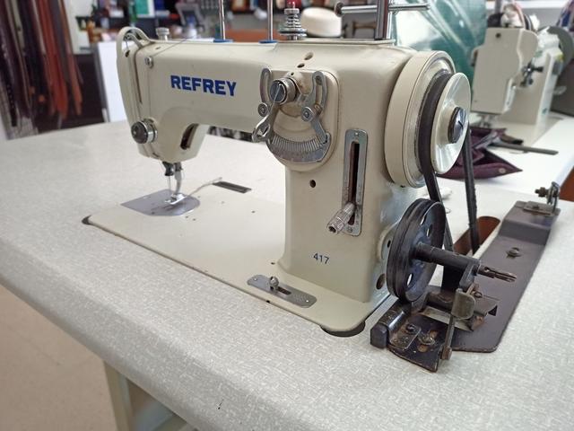 Maquina de coser Refrey 417 en bancada - foto 1