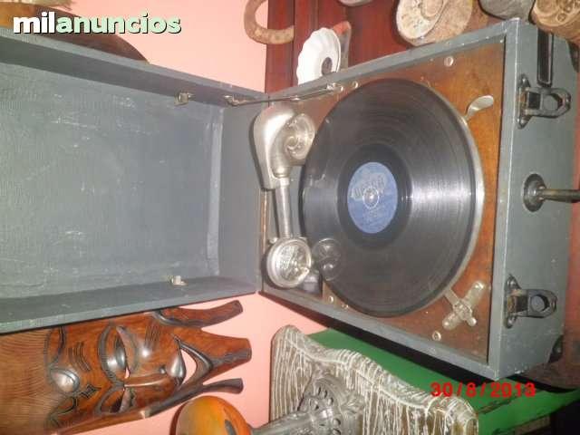Gramofono o gramola antigua de maleta - foto 1