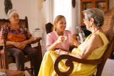 compañía y ayuda para personas mayores  - foto