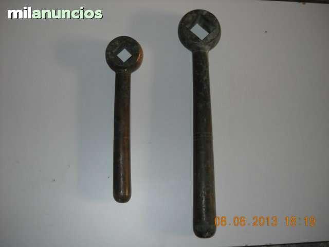 Llaves antiguas de bronce rusticas - foto 1